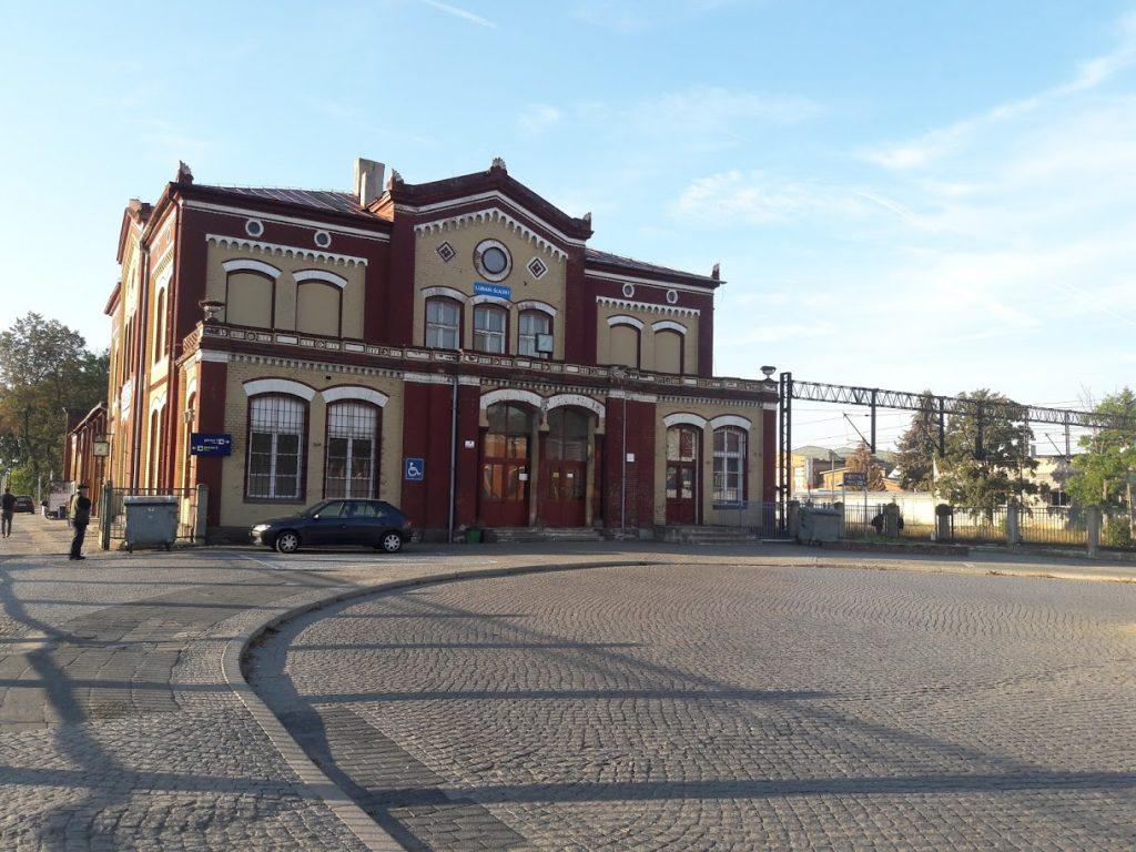 Dworzec kolejowy w Lubaniu
