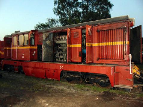 Lokomotywa spalinowa Lxd2-475 na terenie koszalińskiej lokomotywowni