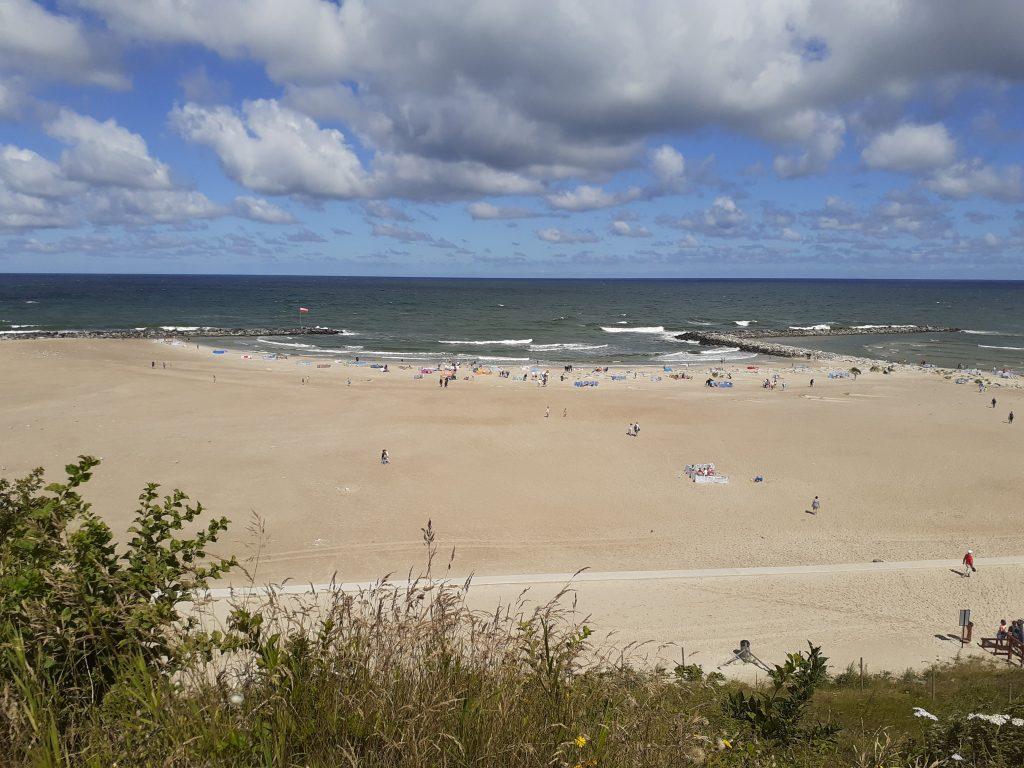 Plaża w Jarosławcu widziana z klifu