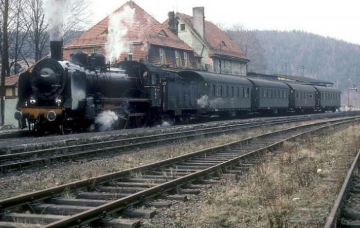 Pociąg osobowy na stacji Świeradów Zdrój