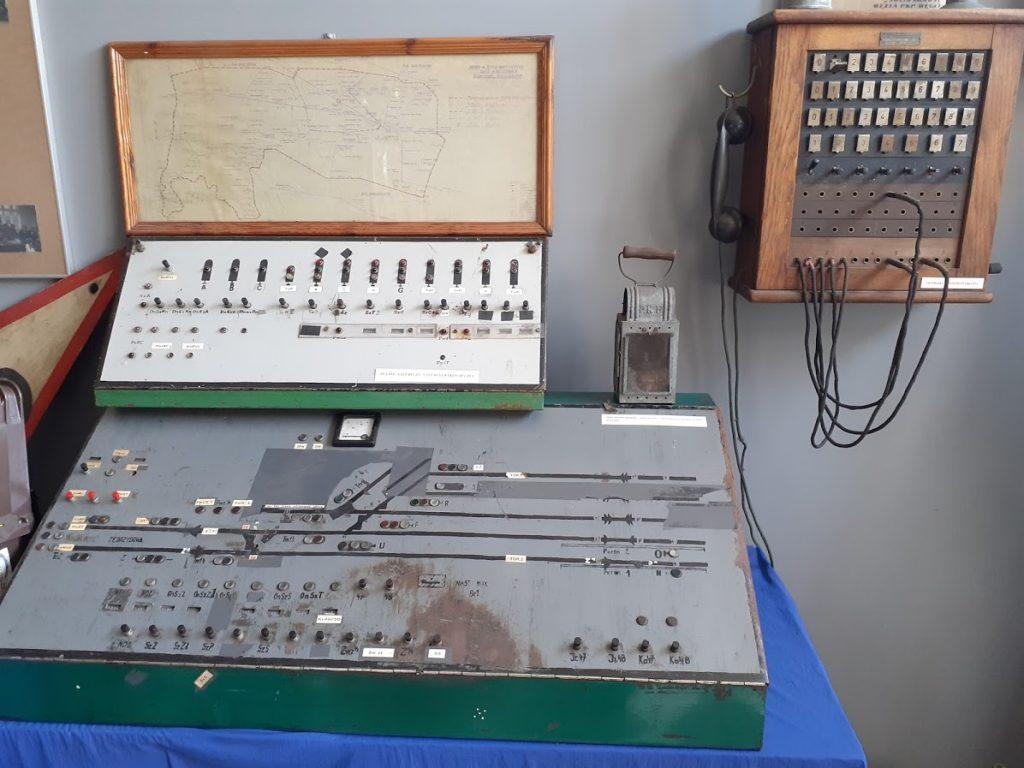 W dawnych czasach tak wyglądały urządzenia sterujące ruchem pociągów