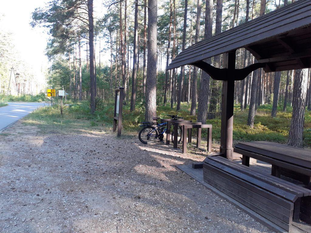 Leśny rowerowy parking przed osadą Babilon