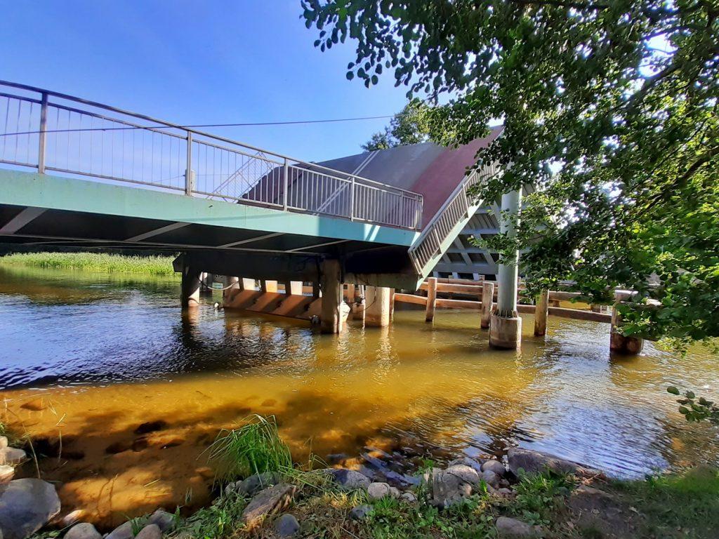 Widok na most z poziomu Brdy
