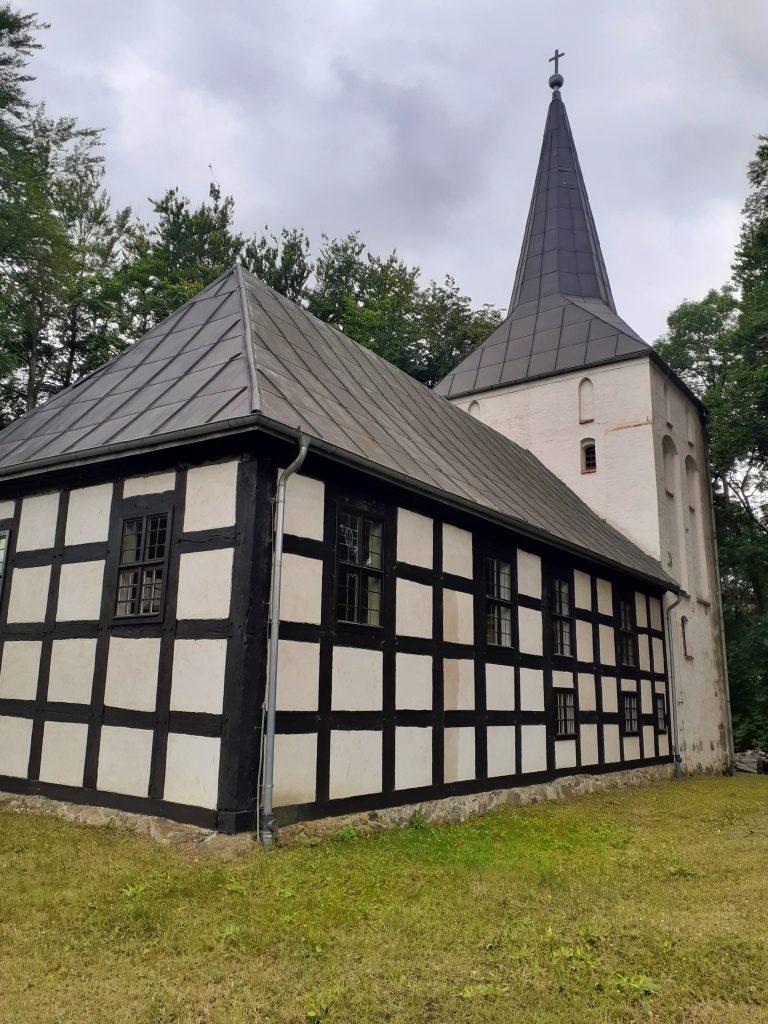 Szachulcowa nawa kościoła w Wytownie